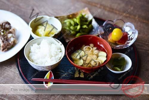 2.脂っこい食事は避けて健康的な食事を摂る